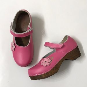 Hanna Andersson Pink Mary Jane Flower Clogs